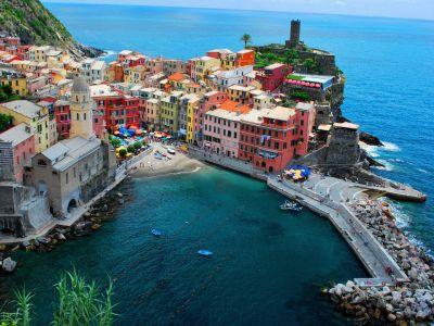 Riomaggiore-Colorful-Village-Italy-5