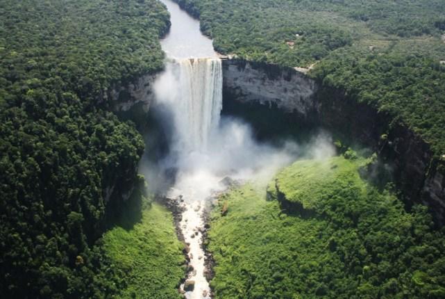 Guyana, Kaieteur Falls; sursa foto - like my photo
