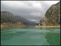 Mirno teče Cetina