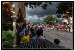 Parada pod prijetnjom oluje