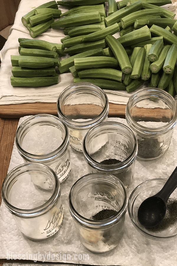 fill jars with spices