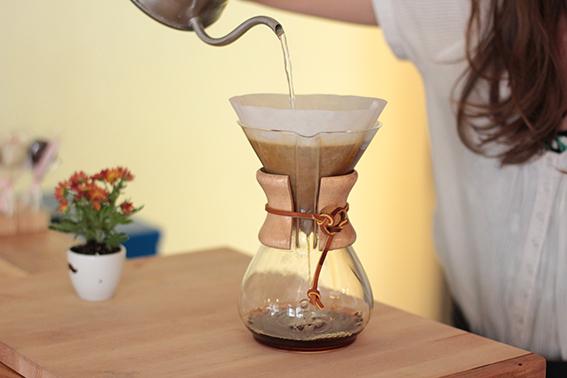 chemex_kaffeekanne-kaffeezubereiter-filterkaffee-design-glaskaraffe-bleywaren