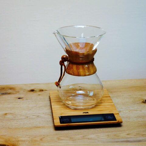 1-chemex kaffeebereiter auf waage