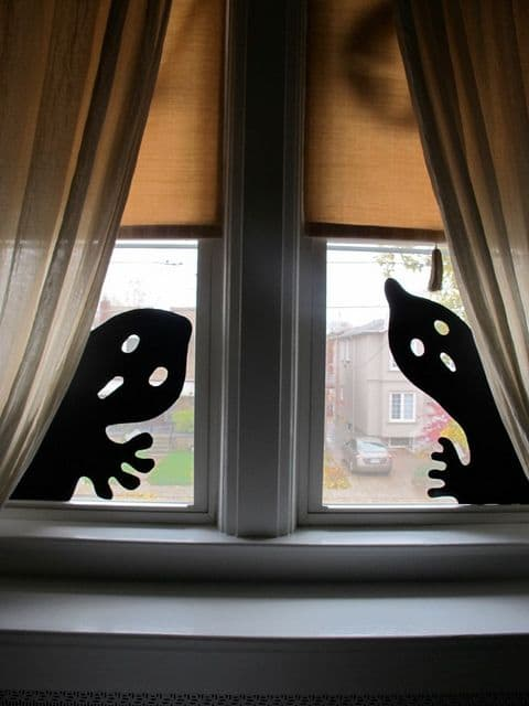 09-easy-ghost-silhouettes-for-halloween