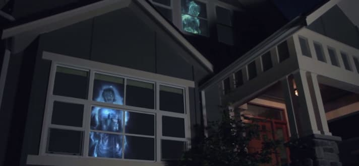 12 Truly Terrifying Ways To Decorate Your Windows For