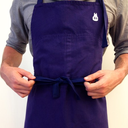 how to tie a blue apron