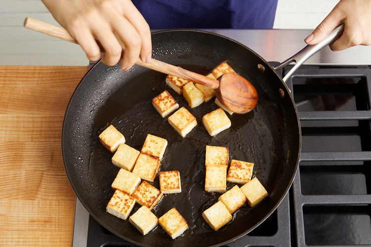how to press tofu in a pan