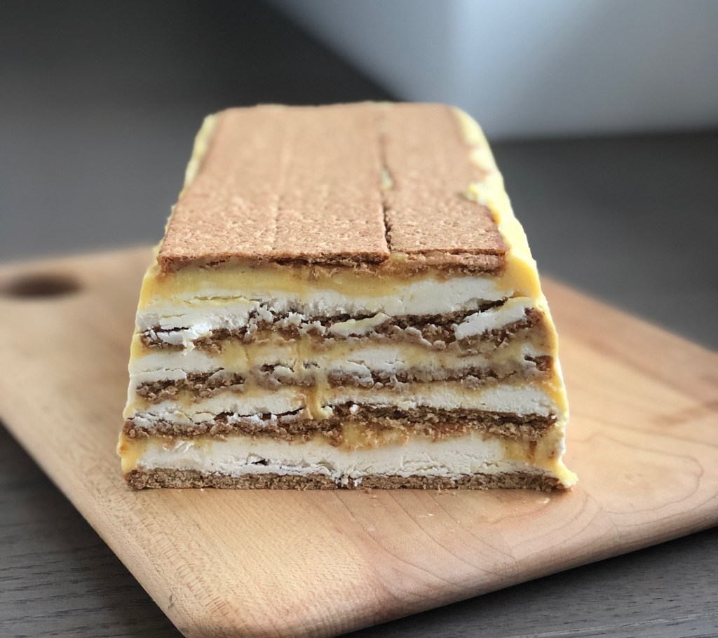 lemon curd icebox cake oozing