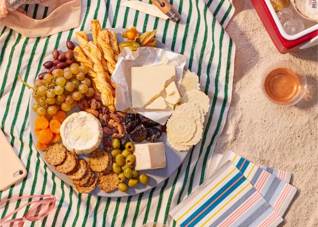beach food picnic