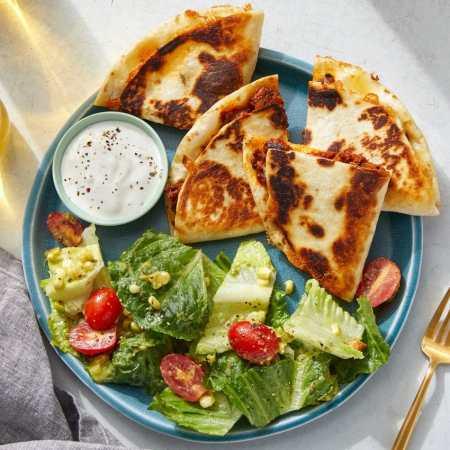 quesadillas_salad