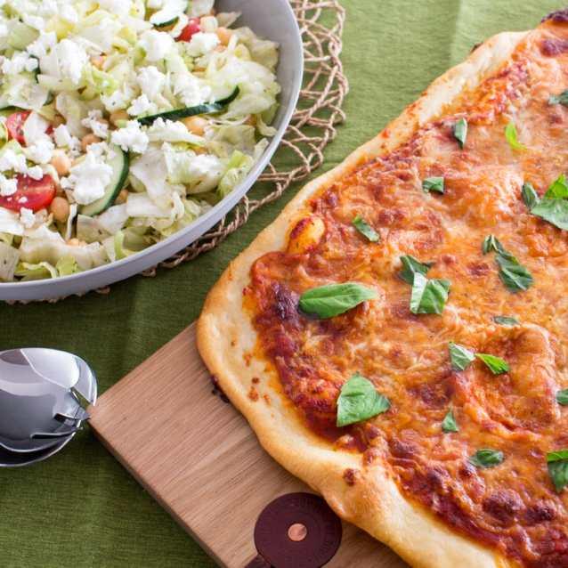 iceberg salad and pizza