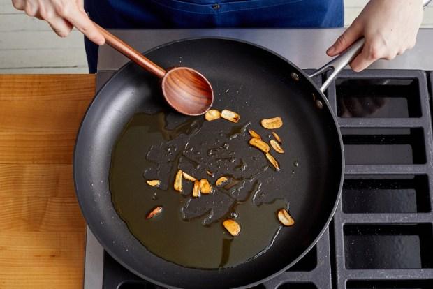 how to make crispy garlic