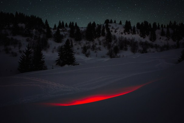 Mysterious-Red-Lights-Installations-in-Spain-1