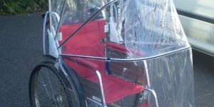 車椅子用アンブレラで雨の日通院