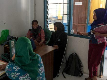 Forkani's Nusi inviting PHC to the workshop | Photo: Ratih Pertiwi