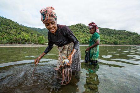 Octopus fisherwomen in Anjouan, the Comoros | Photo: Garth Cripps