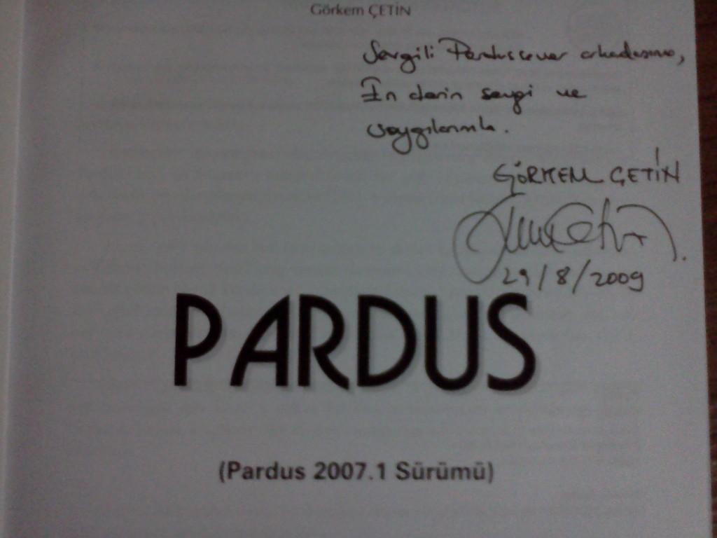 """Görkem Çetin'in yazdığı imzalı """"Pardus 2007"""" kitabı"""