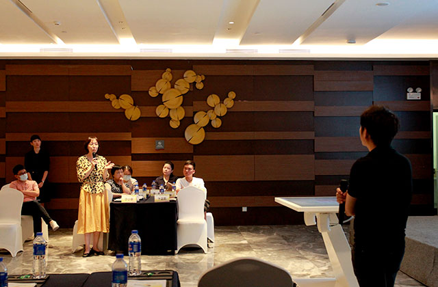 Panel Discussion by Professor Hu Wenjie (left photo) from The First Affiliated Hospital of Sun Yat-sen University at Body Interact Chinese Community Meeting