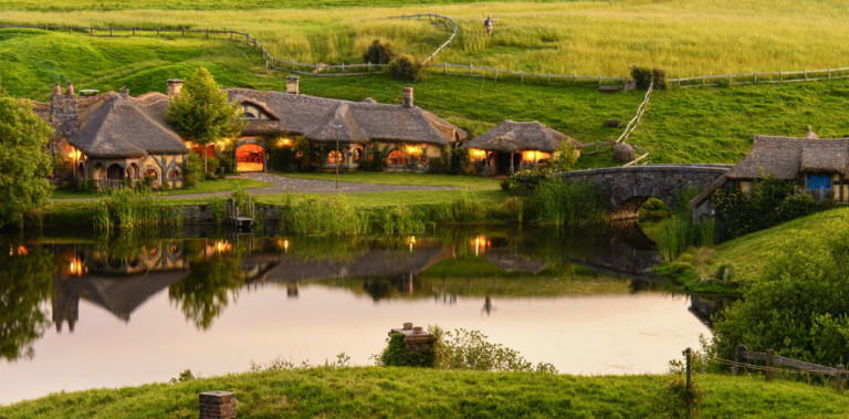 cropped-Hobbiton-Movie-Set