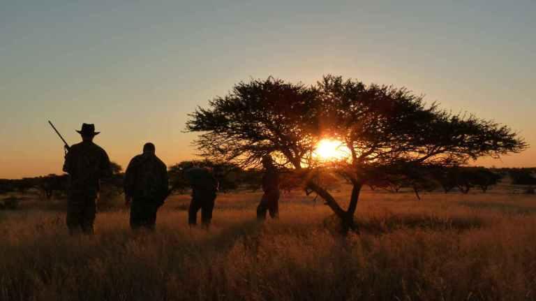 african hunting main.jpg