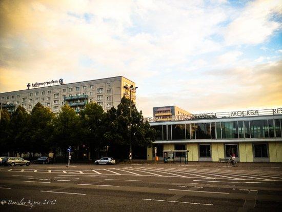 Balkankarpodem & Café Moskau