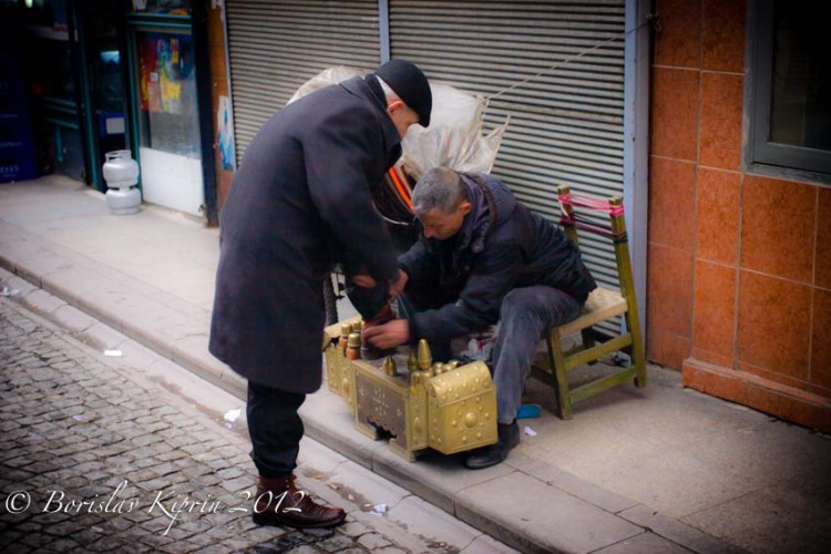 The shoeshiner and the customer