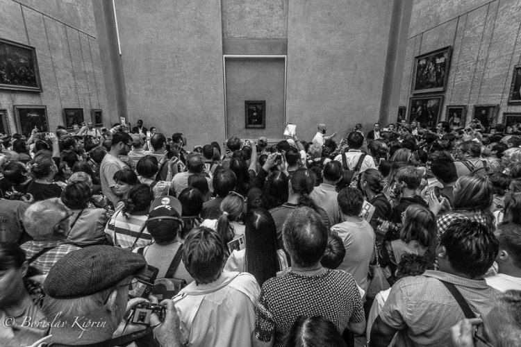 Looking at Mona Lisa