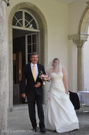 Die Trauung, mit der perfekten Kulisse des Zürichsee fand mit dem Hochzeitsfotografen im Schlossgarten statt.