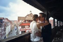 Romantische Hochzeitsbilder in Nuernberg. Euer Hochzeitsotograf hat immer eine Idee auch bei schlechtem Wetter!