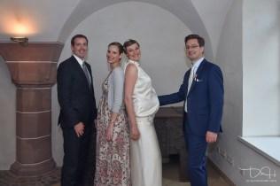 tolles Familienfoto mit dem Brautpaar! Hochzeitsfotograf erfuellt gerne den Wunsch. Gruppenfotos! Der Hochzeits Fotograf im Schuerstabhaus!