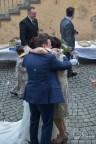 Gratulationen nach der Trauung! Der Hochzeitsfotograf in der Sankt Maternus Kirche.