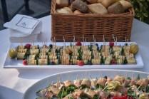 Delikatessen zum Sektempfang am Hirsvogelsaal! Der Hochzeitsfotograf fotografiert jedes Detail!