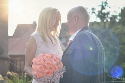 Braut und Braeutigam! Der Hochzeitsfotograf haellt jeden Moment auf Bildern fest.
