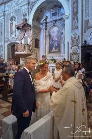 Kirchliche Trauung in Italien am Gardasee. Euer Hochzeitsfotograf aus Nuernberg in der Chiesa San Vincenzo.