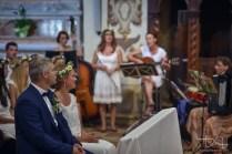 Der Hochzeitsfotograf faengt jeden Moment mit der Kamera ein. Chiesa San Vincenzo!