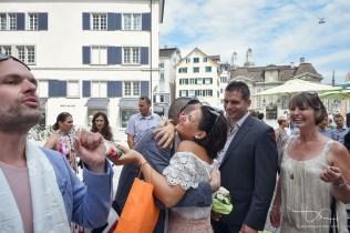 Herzliche Glueckwuensche für die Braeutigame nach der Verpartnerung. Der Hochzeitsfotograf in der Schweiz.
