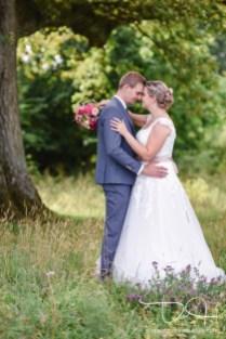 Hochzeitsfotograf faengt die Liebe beim Hochzeitshooting ein.