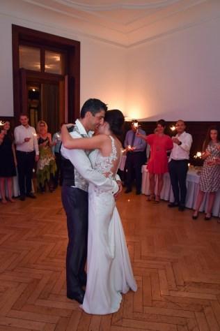 Der Hochzeitstanz im Sorell Hotel Zuerichberg. Die Bilder macht der Hochzeitsfotograf