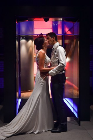 Die schoensten Momente haelt der Hochzeitsfotograf mit der Kamera fest. Hochzeits Fotograf im Sorell Hotel Zuerichberg.