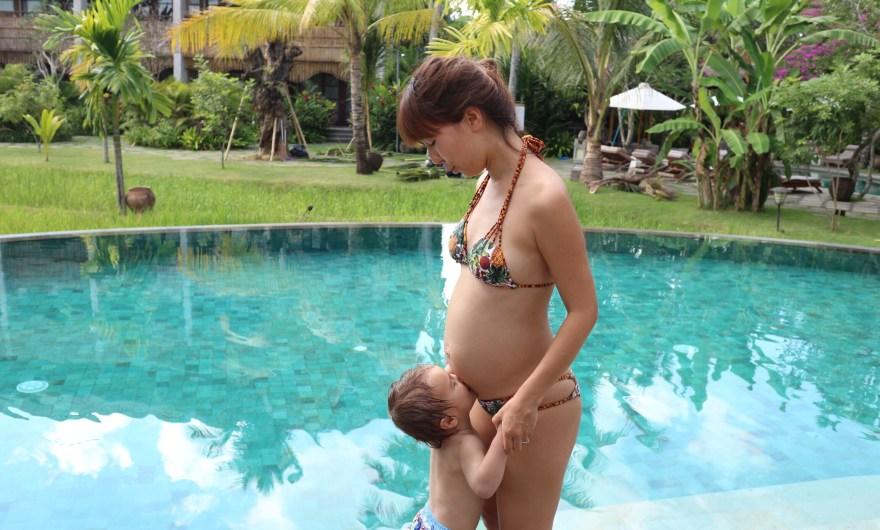 妊婦の水着選びって何か違いがあるの!?【お腹の冷えを防ぐには】