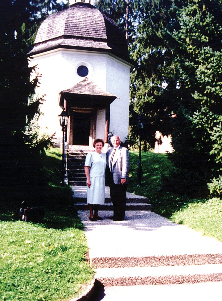I1---Wally-n-Irene-in-front-of-original-chapel