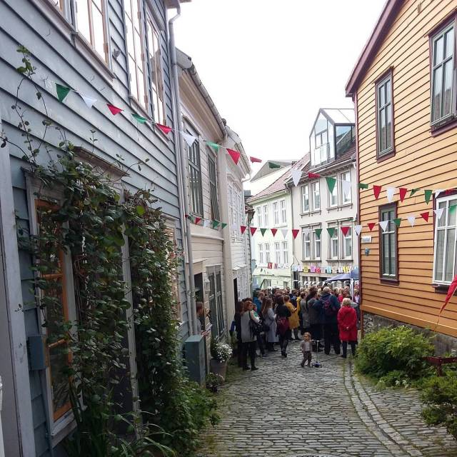 Festival i Bergen knsetoppfestivalen Continue reading rarr