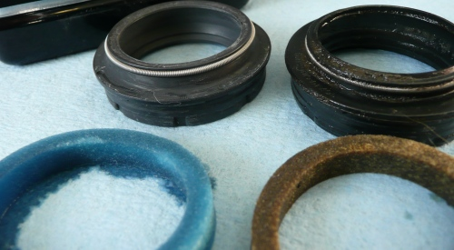 New dust cap and seal vs Old dust cap and seal