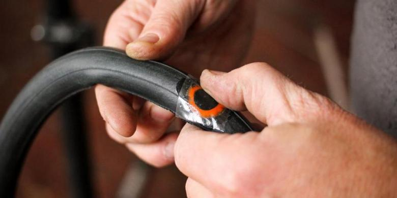 Cycling Essentials - How to Fix a Bicycle Puncture | BUMSONTHESADDLE Expert  Advice