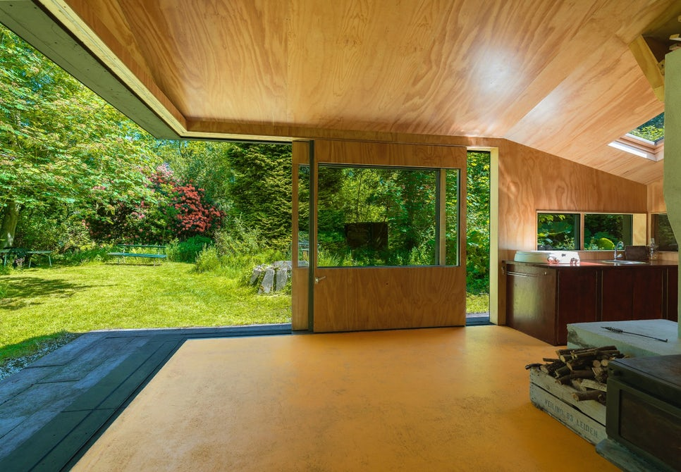 Inside, there's a total floorspace of 452 sq ft, with the lion's share going to the living area