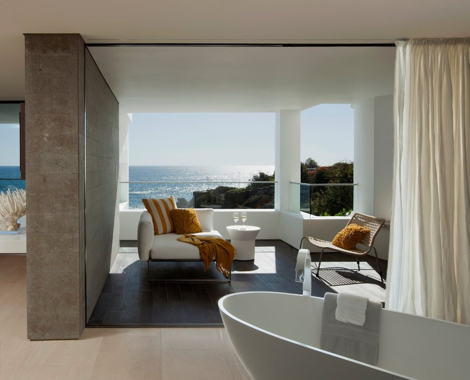 Luxury Lounge Bath