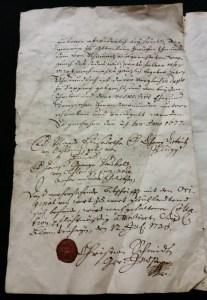 Während der Bauarbeiten unter den Dielen gefunden: Ein Dokument von 1730.