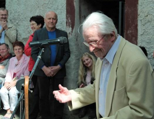 Hans Neupert bei der Eröffnung seiner Ausstellung 2015 im Museum Burg Posterstein.