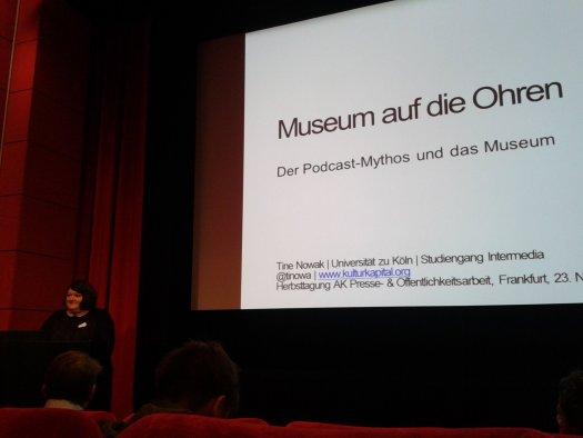 """Beim Vortrag von Tine Nowak gab es """"Museum auf die Ohren""""."""