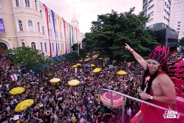 Bloco bartucada leva milhares de pessoas para avenida em Carnaval de BH